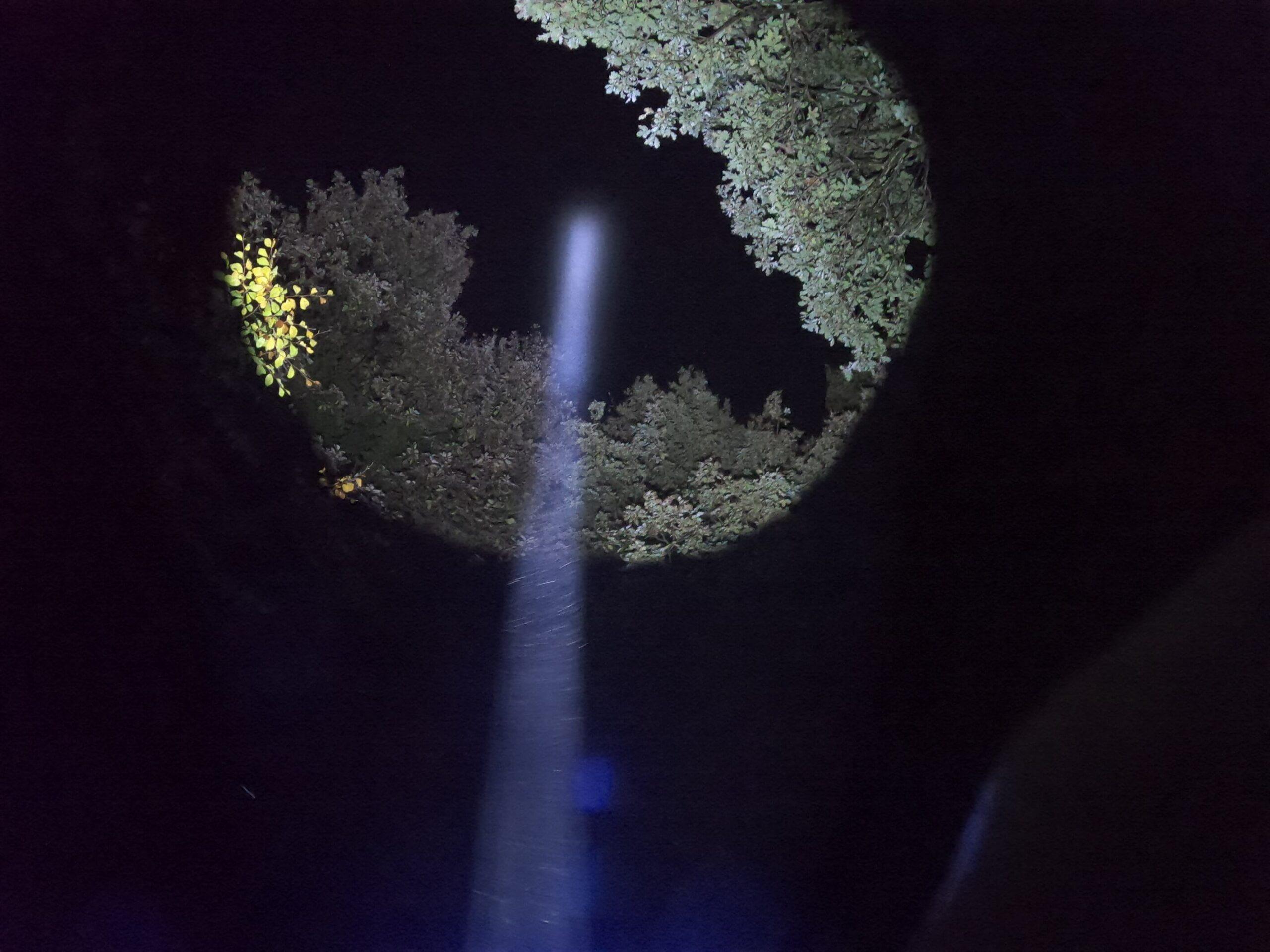 Olight Warrior X - beam sky